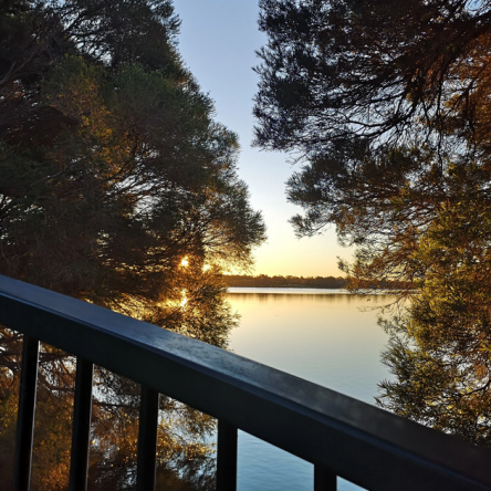 Lake Ginninderra bike path, Belconnen, Canberra, Photo Ute Diversi