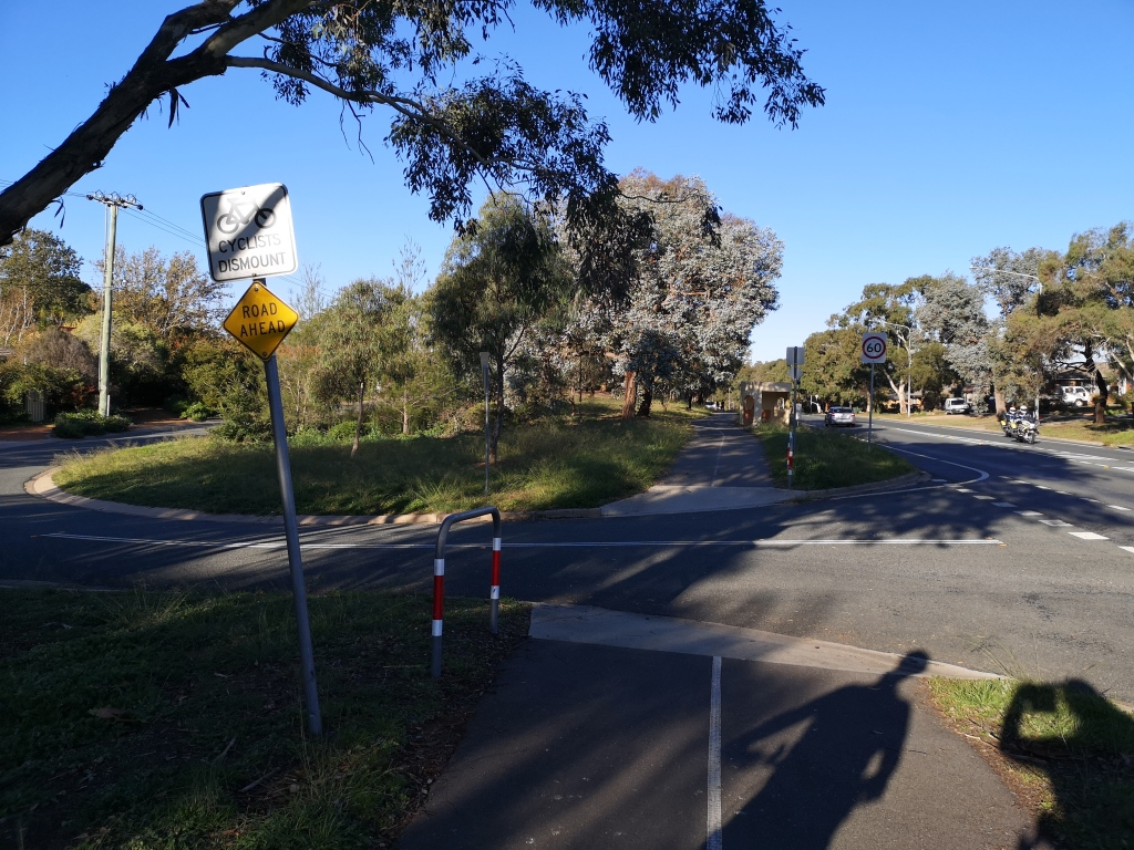 "The sign ""Cyclist Dismount"" is not correct. Safe cycling requires ""continuous verge treatment"", Southern Cross Drive, Macgregor"