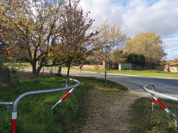 Canberra Centenary Trail, Edie Payne Close, short cut from Barton Highway, Gold Creek, Canberra