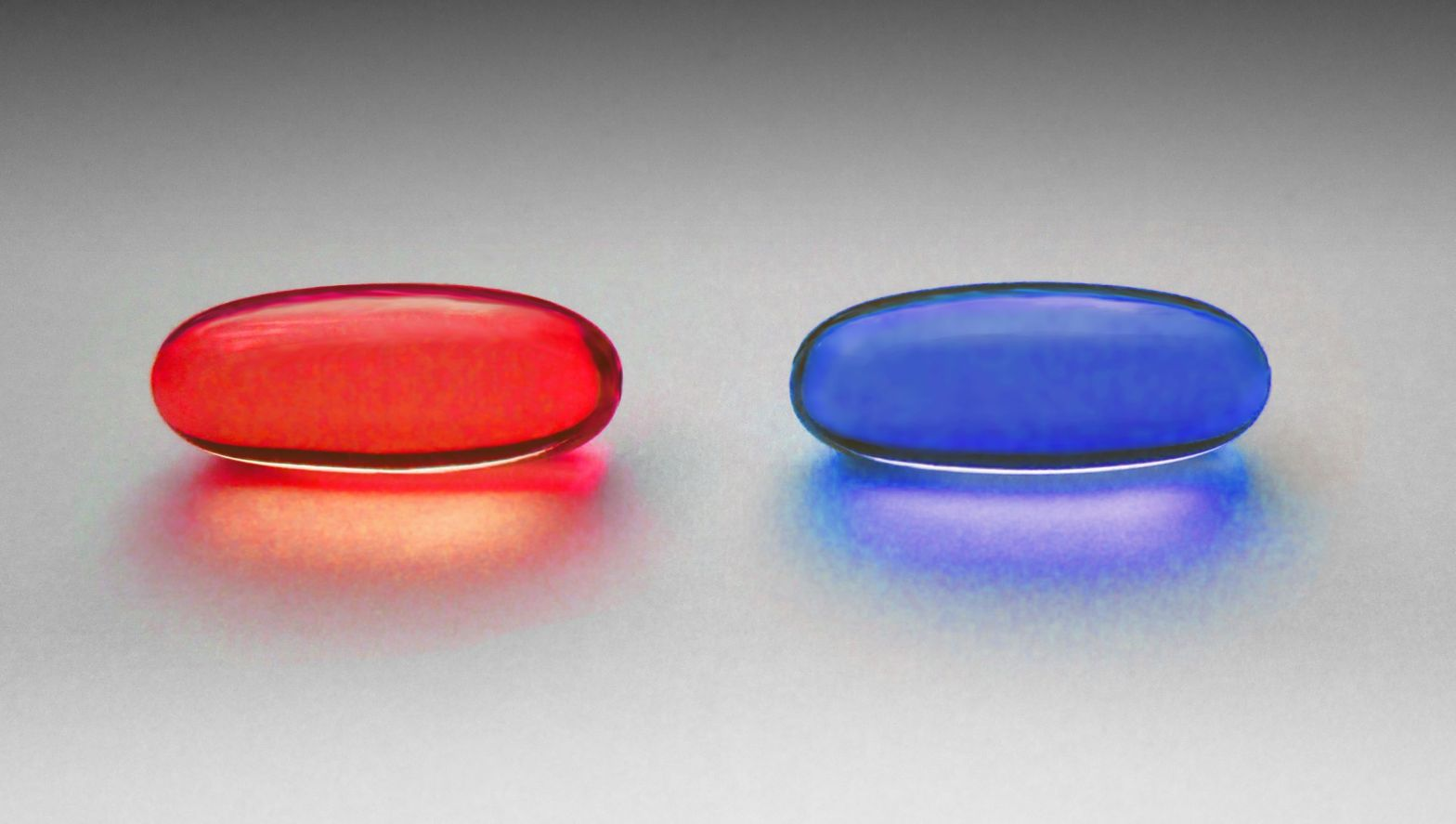 Red and blue pill. Wikimedia Commons (CC BY-SA 4.0)