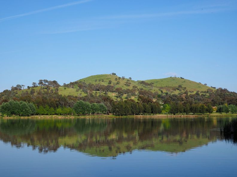 Urambi Hills and Lake Tuggeranong 2014. Photo Wikipedia Media. CC BY-SA 3.0 AU