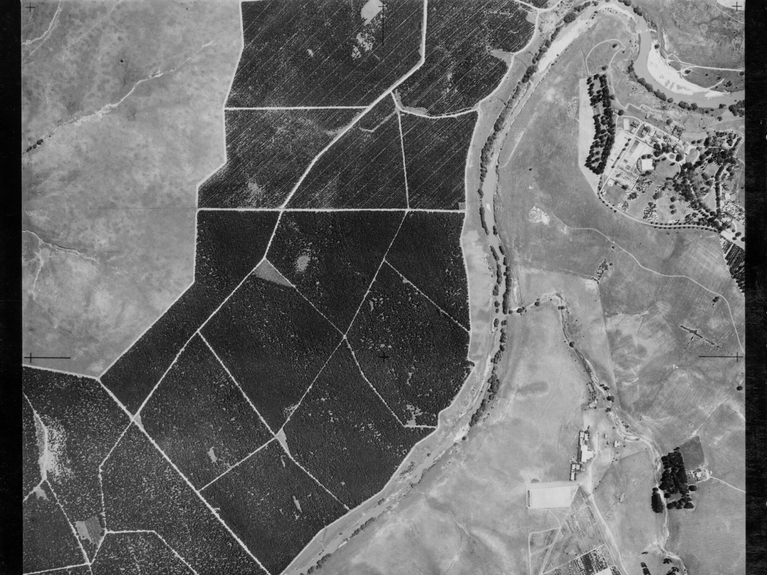 Below Scrivener Dam, Aerial photo of Molonglo River, Canberra - 07121955 L. ACT Archives, Flickr.com (CC BY-NC 2.0)