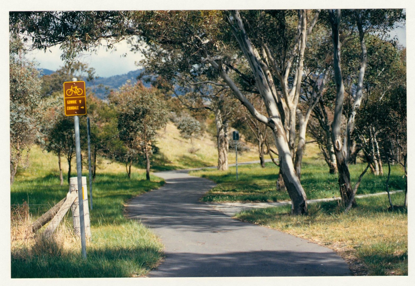 Direction sign adjacent to Longmore Crescent, Wanniassa. c1989