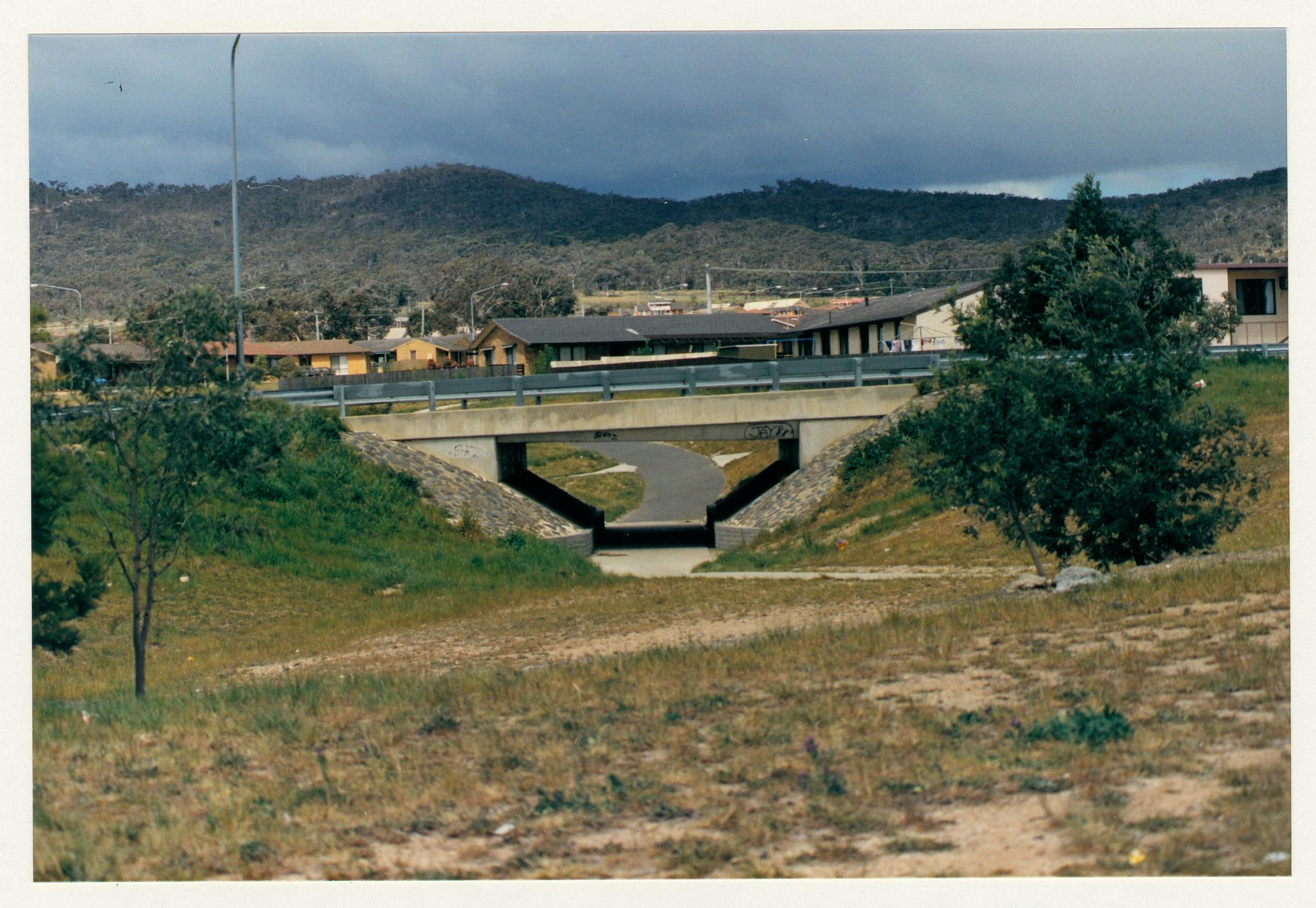 Gilmore feeder path looking south from Chisholm shopping centre. c1989