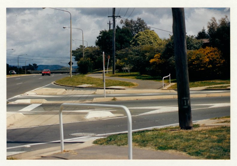Junction of Hindmarsh DriveLaunceston Street Hindmarsh Drive cycleway looking west. c1989